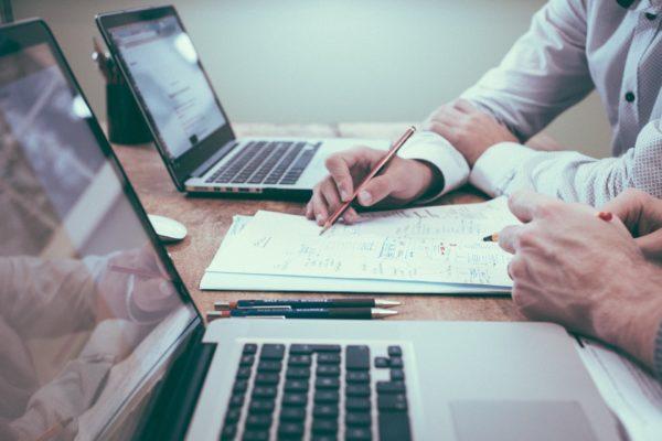 Collaboration entre avocat et agent de recherche privé dans le cadre d'une enquête et d'une procédure judiciaire